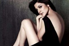 Anushka-Sharma-Hot-22
