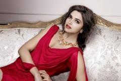 Deepika-Padukone-Stunning-Hot