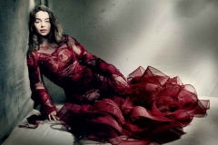 Emilia-Clarke-May15-p180-Vogue-Paolo-Roversi