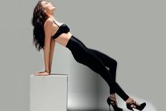 gal-gadot-black-trousers_97255-1920x1200