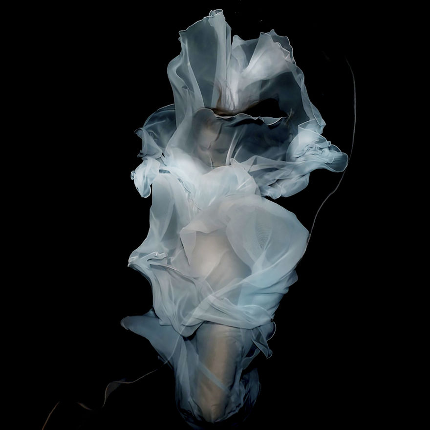 A Mysterious Underwater World In Fine Art Photos By Gabriele Viertel