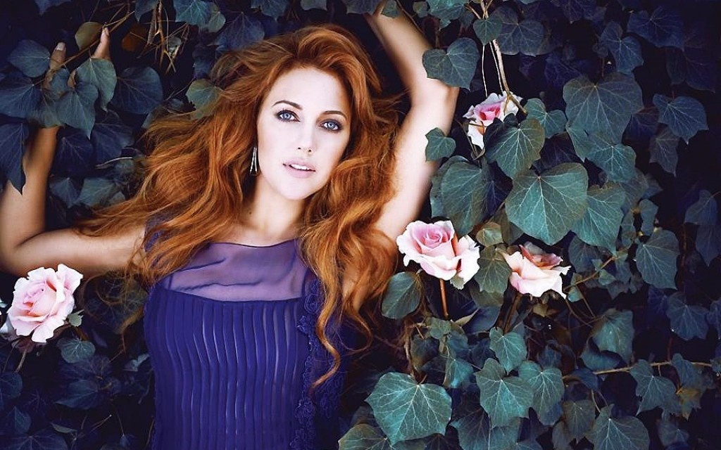 meryem_uzerli_in_pond_