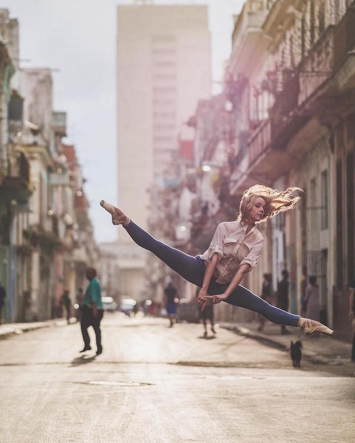 urban-ballet-dancers-new-york-streets-omar-robles-101-57b30fb5c1731__700