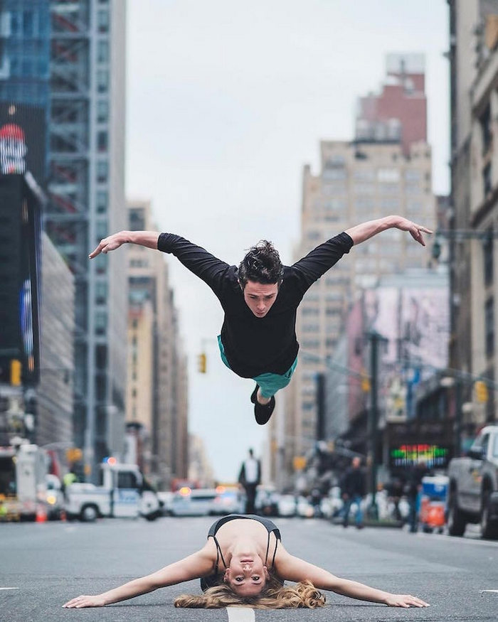 urban-ballet-dancers-new-york-streets-omar-robles-102-57b30fb882299__700