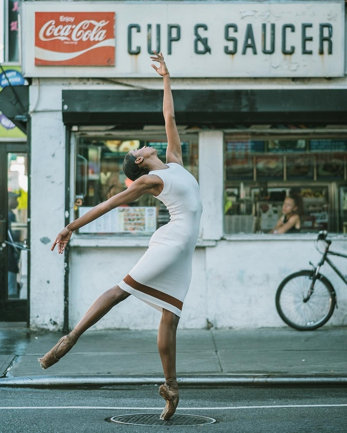 urban-ballet-dancers-new-york-streets-omar-robles-11-57b30e3725820__700