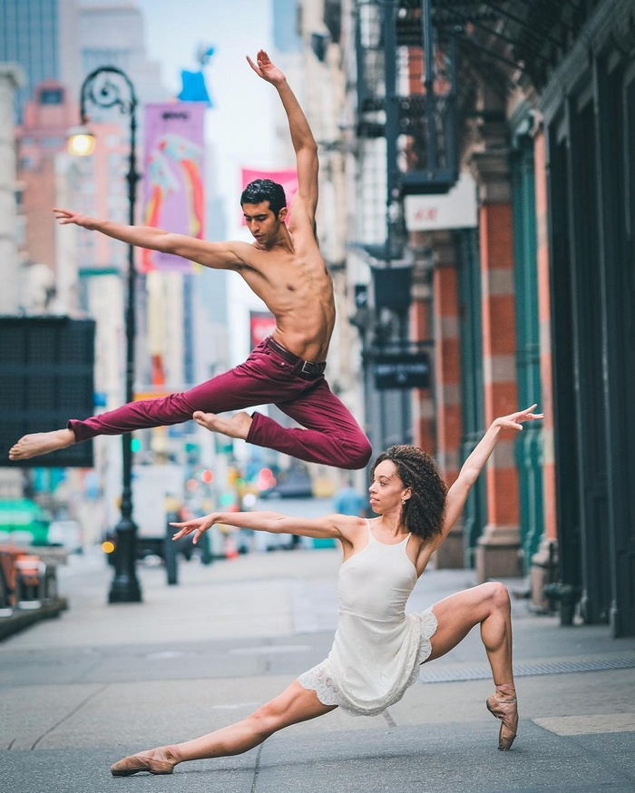 urban-ballet-dancers-new-york-streets-omar-robles-17-57b30e4fa8111__700