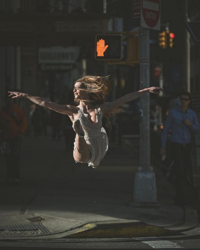 urban-ballet-dancers-new-york-streets-omar-robles-18-57b30e542deaa__700