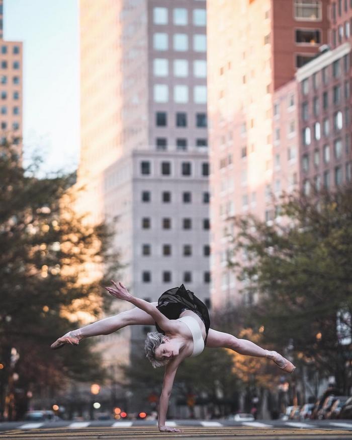 urban-ballet-dancers-new-york-streets-omar-robles-26-57b30e7b5ac4a__700