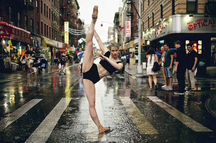 urban-ballet-dancers-new-york-streets-omar-robles-41-57b30eb515e49__700