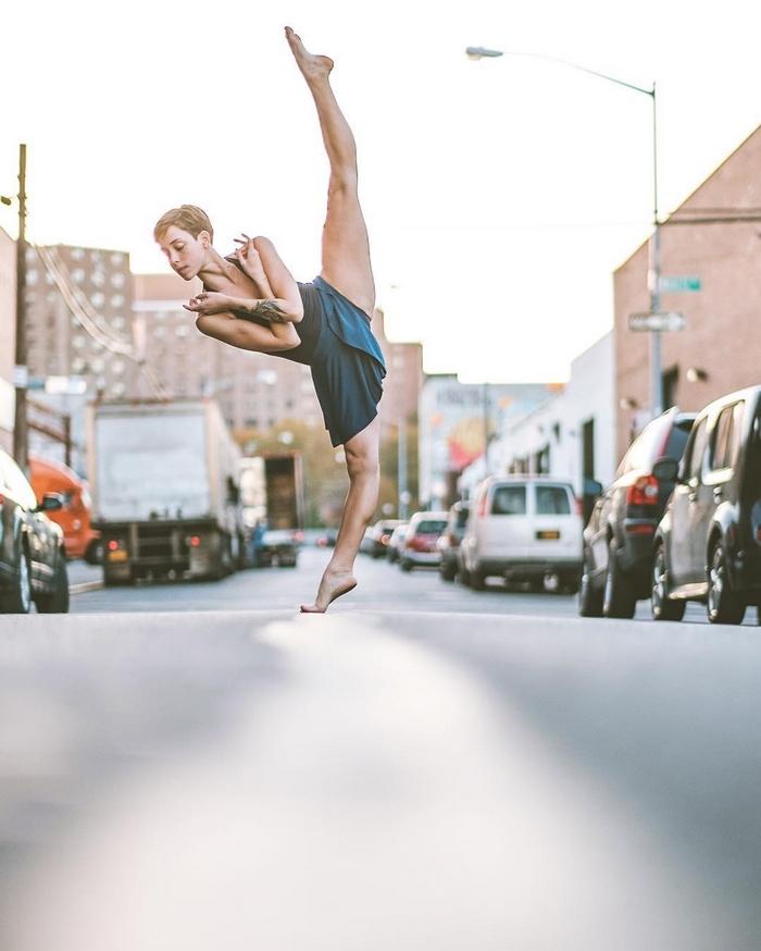 urban-ballet-dancers-new-york-streets-omar-robles-80-57b30f5b9c5b3__700