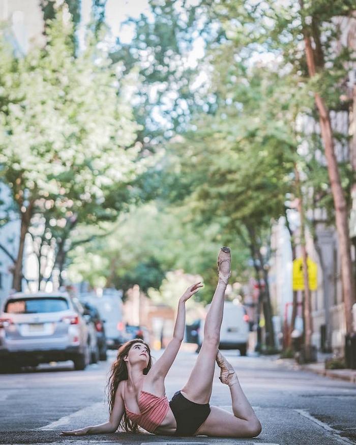 urban-ballet-dancers-new-york-streets-omar-robles-94-57b30f9a8ea3a__700