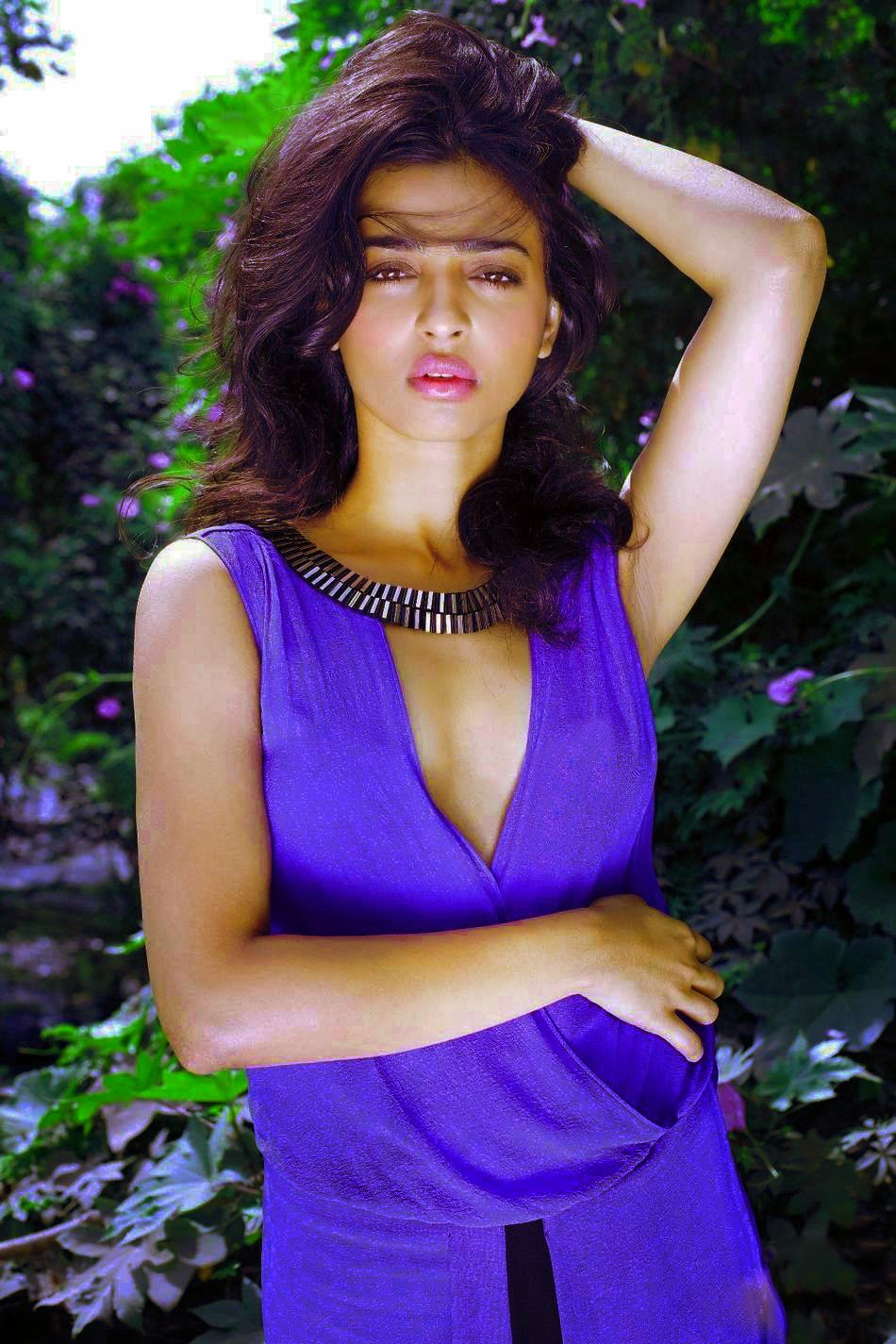 Simple and hot Radhika Apte